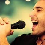 女人梦见自己在大声唱歌是什么意思