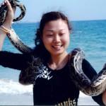 女人梦见大蟒蛇缠身是什么意思